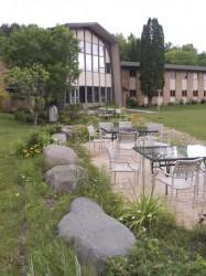 dunrovin-retreats-patio